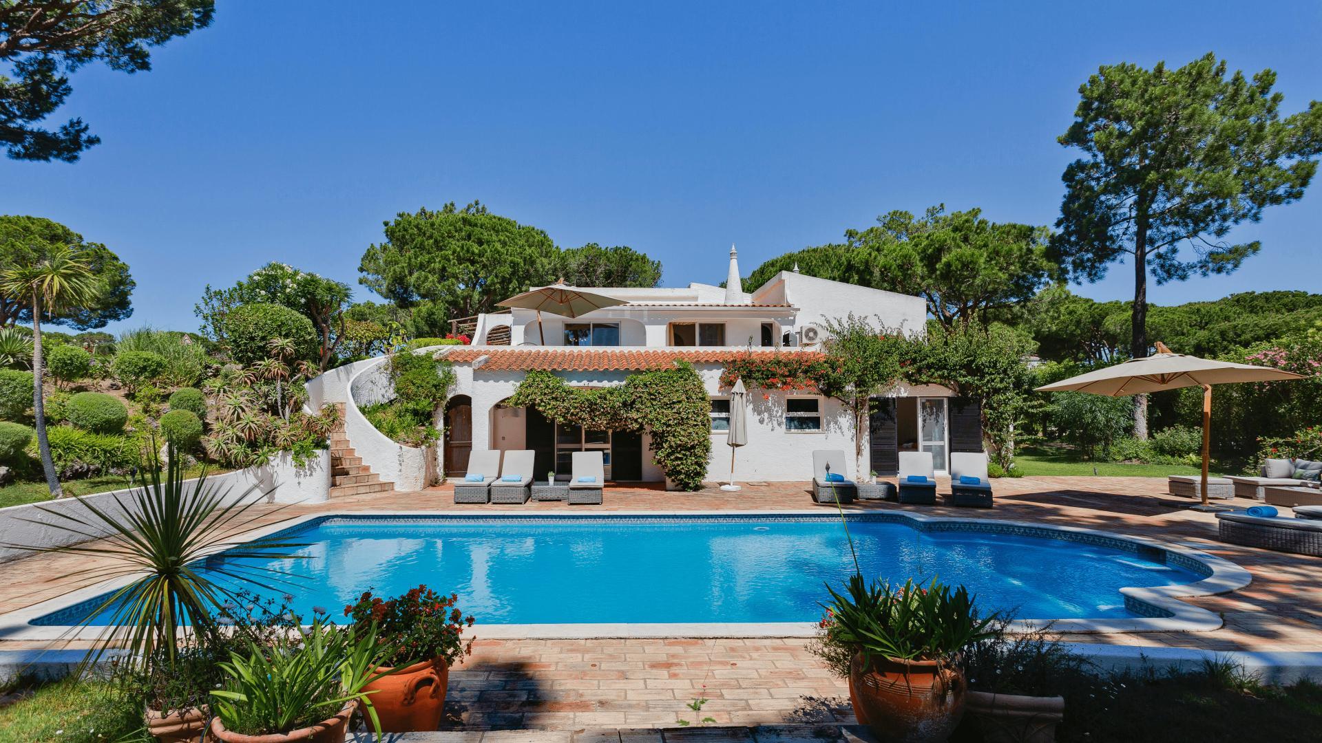 Casa Feliz - Quinta do Lago, Algarve - Casa_Feliz_Poolside_1.png