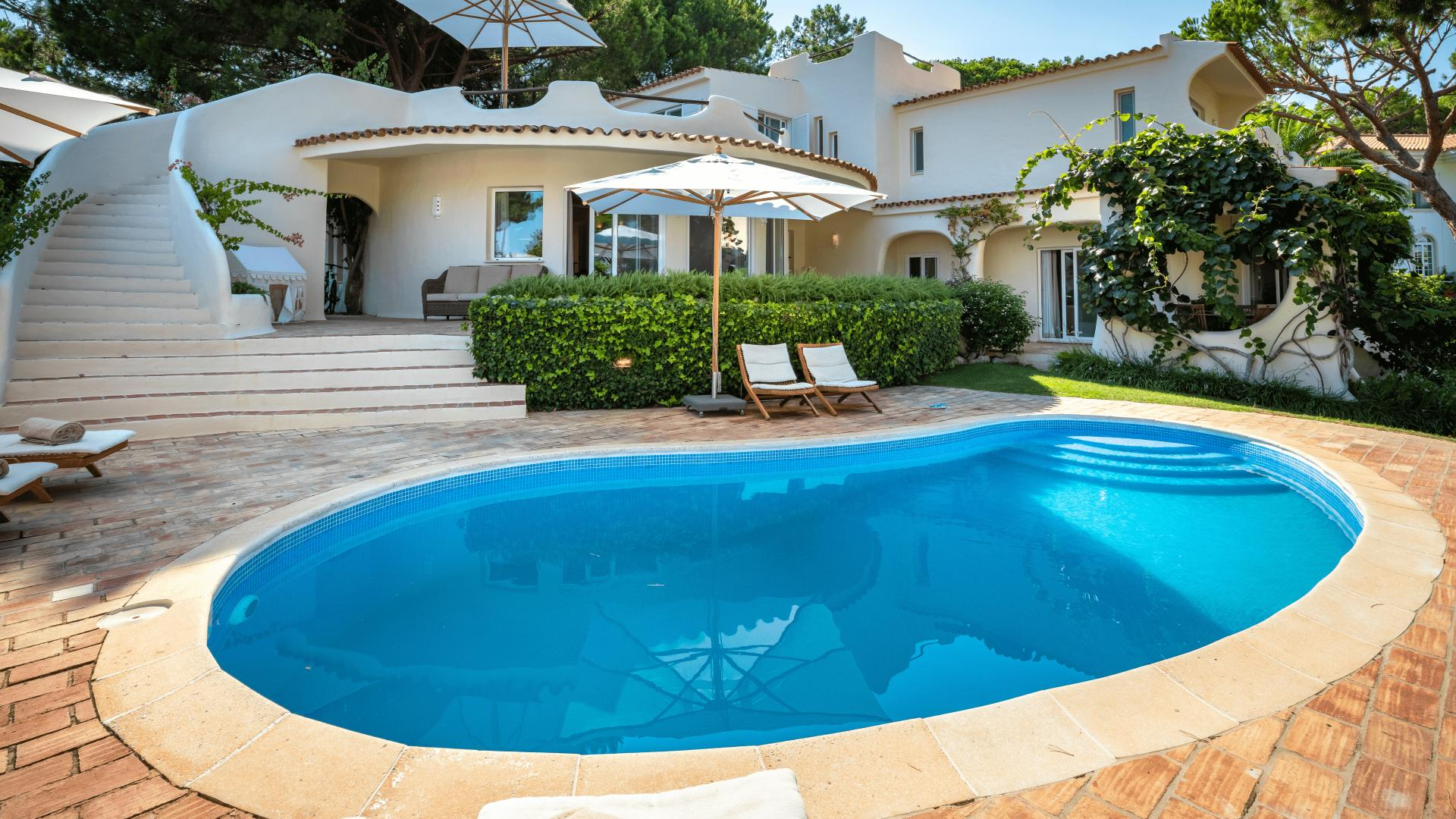 Casa Calhau - Valverde, Quinta do Lago, Algarve - Casa_Calhau_Poolside_1_1.png