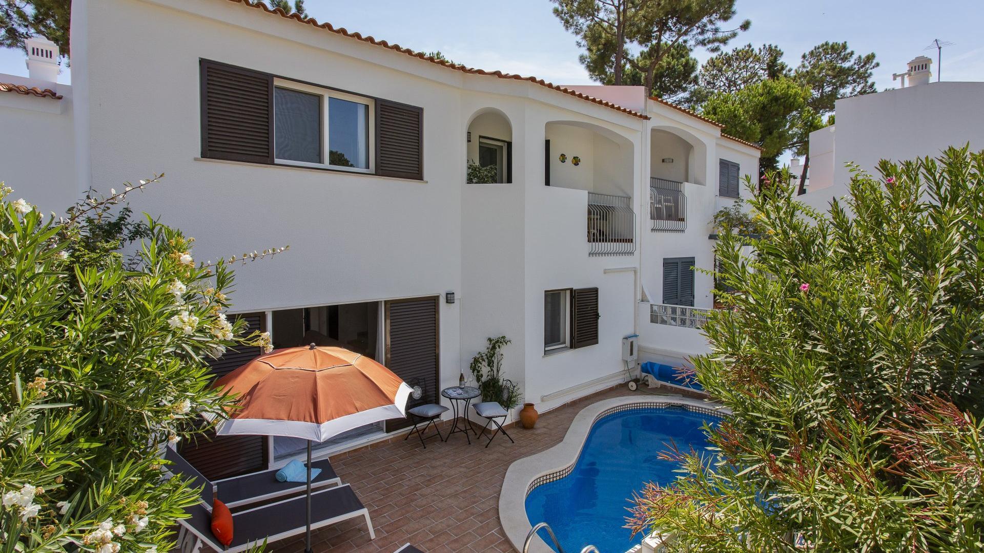 Villa Saúde - Vale do Lobo, Algarve - Villa_Rosemary_Exterior_1.jpg