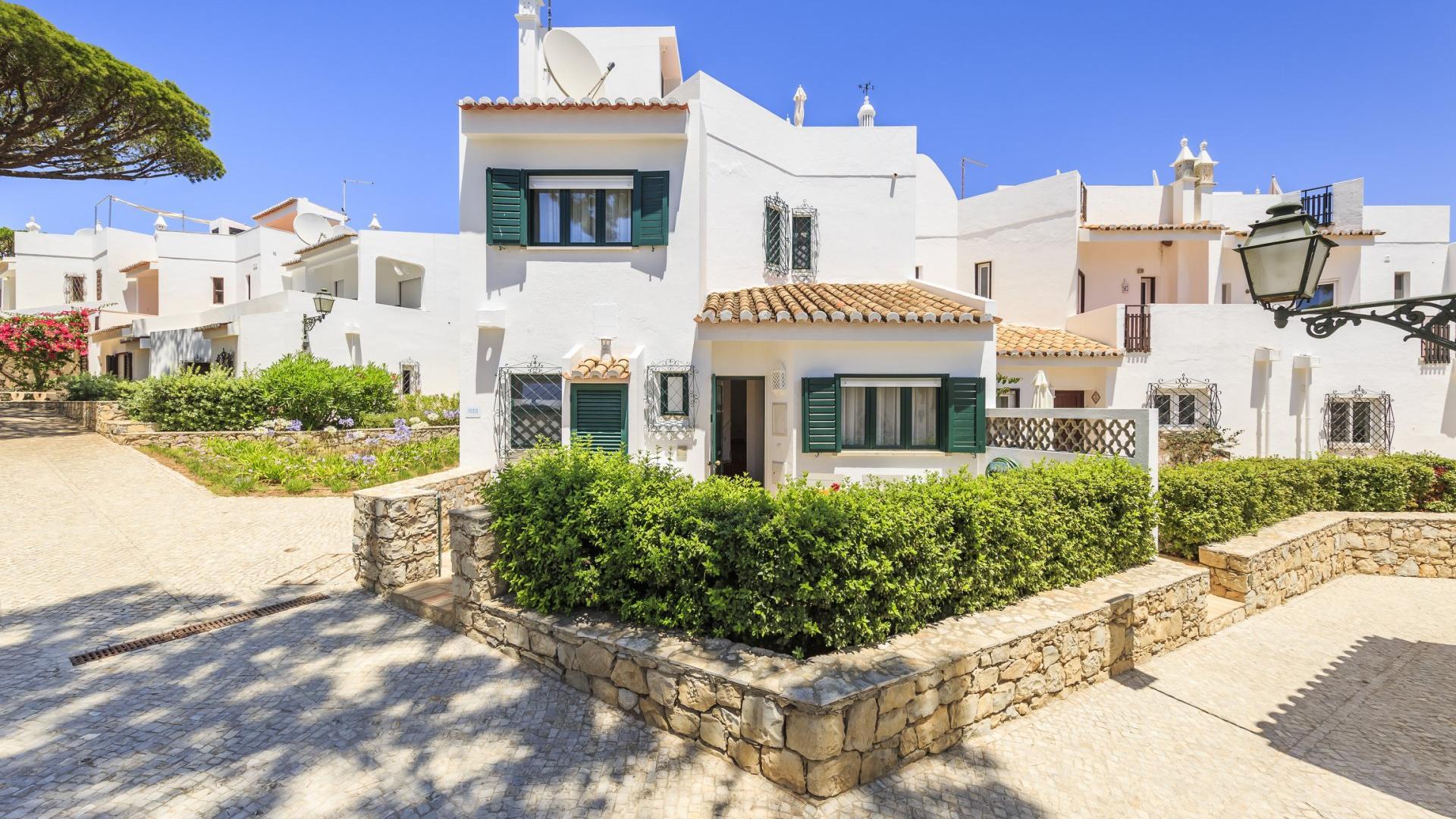 Casa Jamila - Vale do Lobo, Algarve - Casa_Jamila_Exterior_1.jpg