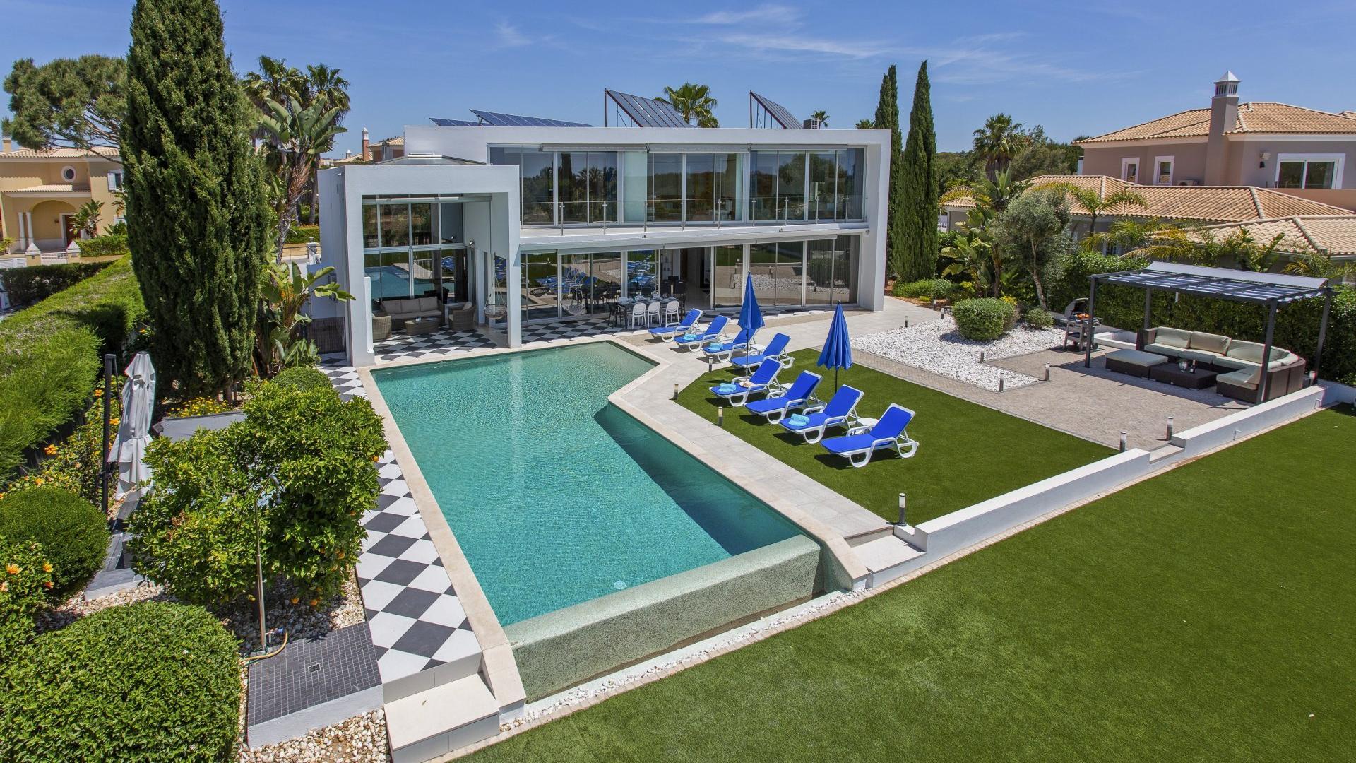 Villa Palmeira - Vilamoura & Quarteira, Algarve - Villa_Palmeira_Exterior_1.jpg