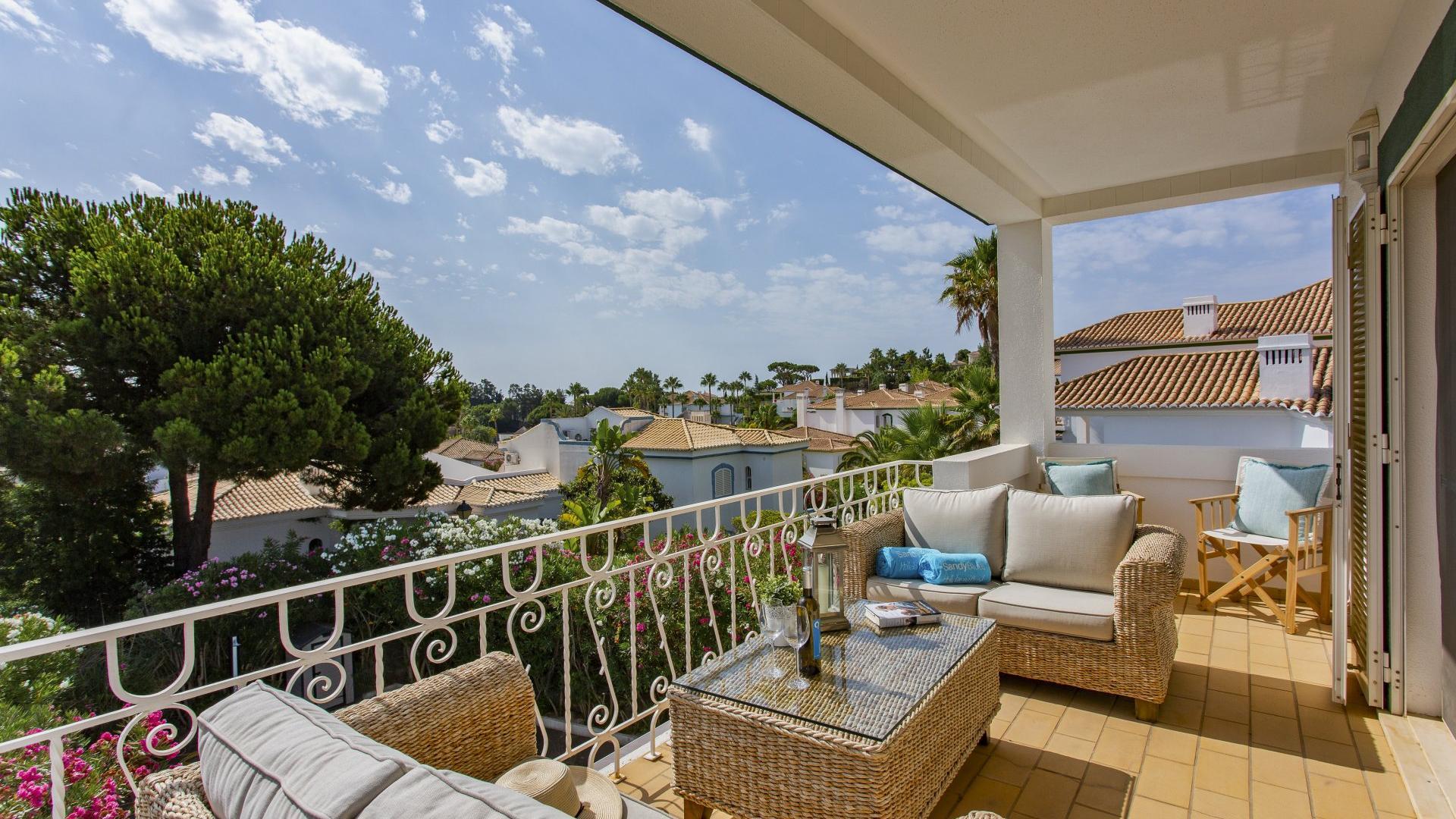 Apartment Treetop View - Encosta do Lago, Quinta do Lago, Algarve - Villa_Treetop_View_Outdoors_1.jpg