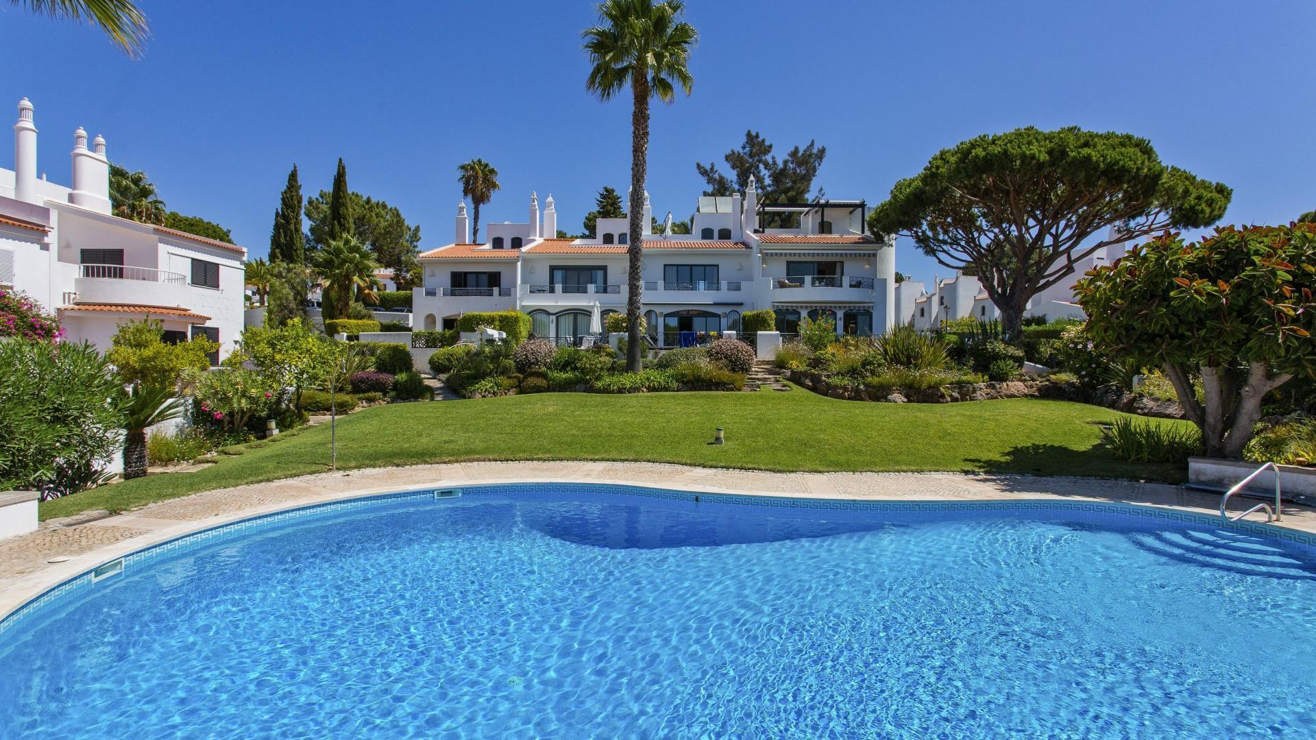 Villa Summer Haze - Lakeside Village, Quinta do Lago, Algarve - Villa_Summer_Haze_Exterior_1.jpg