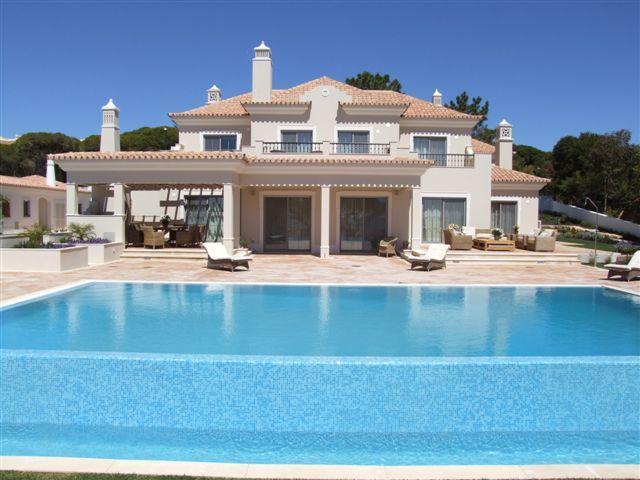 Villa Del Mar - Dunas Douradas Beach Club, Vale do Lobo, Algarve - 1_Dunas_mansion_with_heated_pool.jpg